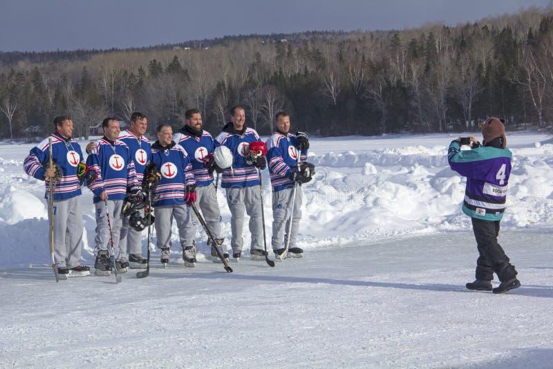 Team fotoet på festivalen för New England dammhockey, Rangeley, mor royaltyfria bilder