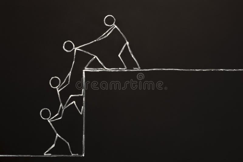 Team Helping Each Other To alcanza el éxito junto imagen de archivo