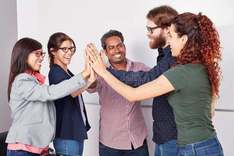 Team High Five im Start lizenzfreies stockbild