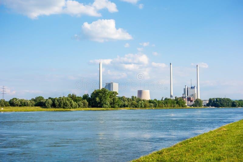 Team la centrale et la centrale à charbon dure Rheinhafen-Dampfkraftwerk Karlsruhe EnBW photo stock