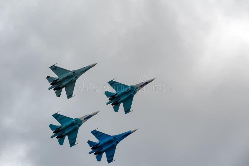 Team le vol de l'équipe russe de pilotage sur SU-27 image stock