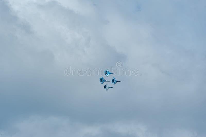 Team le vol de l'équipe russe de pilotage sur SU-27 images stock