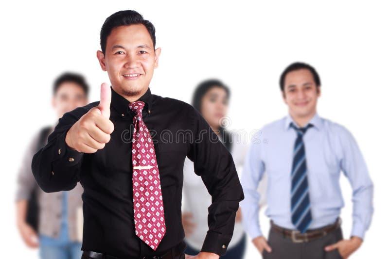 Team Leader della gente creativa mostra il pollice su immagine stock libera da diritti