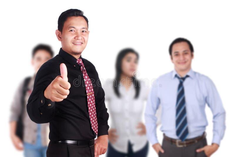 Team Leader von kreativen Leuten zeigt sich Daumen lizenzfreie stockfotos