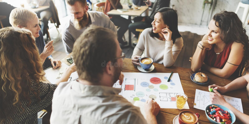 Team Meeting Brainstorming Planning Analysing-Concept stock fotografie