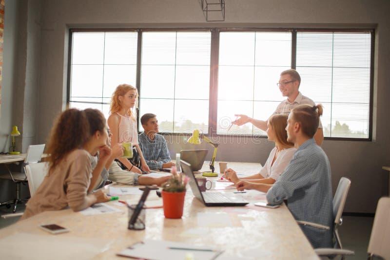 Team Meeting Brainstorming Planning Analysing-Konzept lizenzfreies stockbild