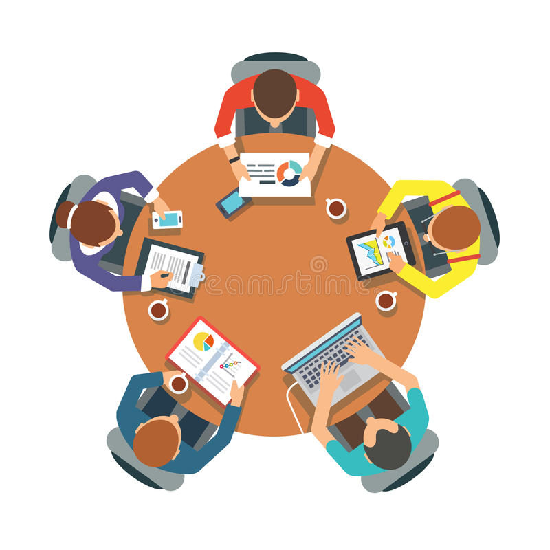 Team mit fünf Leuten, das sitzt und zusammenarbeitet stock abbildung
