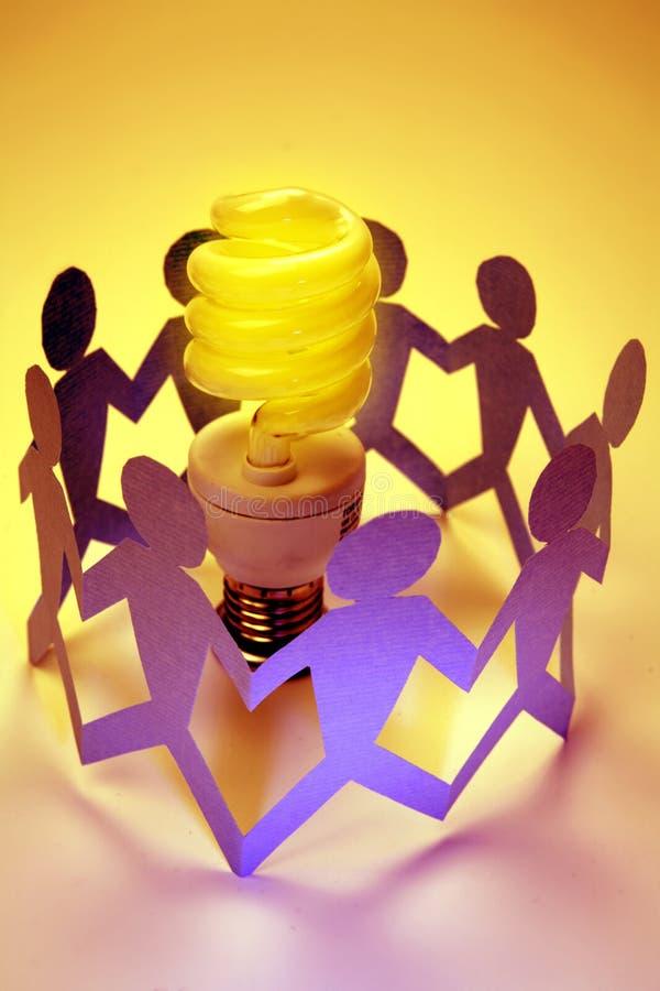 Team mit Glühlampe/Idee lizenzfreie stockfotografie