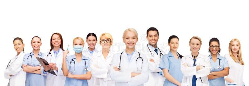 Team oder Gruppe Doktoren und Krankenschwestern lizenzfreie stockfotos