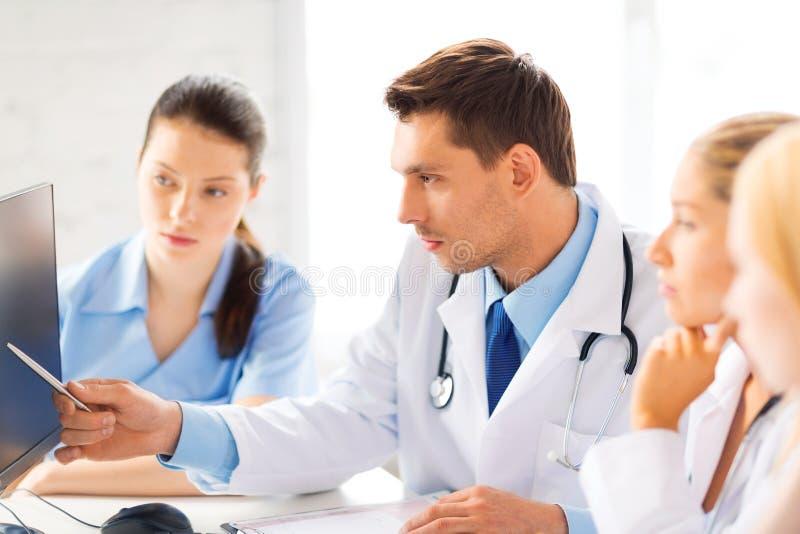 Team oder Gruppe von Doktorarbeiten stockfotos
