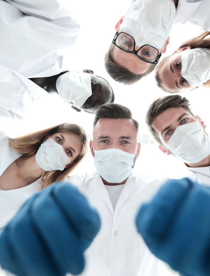 Free Team Of Medical Doctors Looking Down At Patient Royalty Free Stock Photography - 128022787