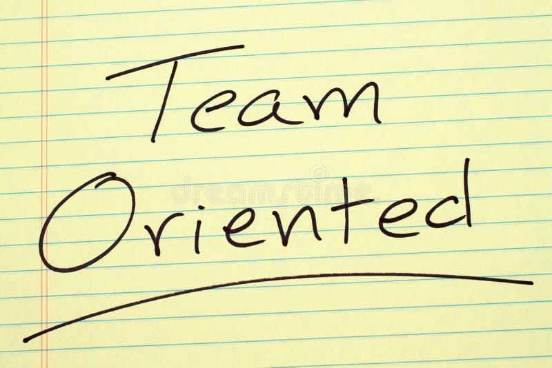 Team Oriented On un blocco note giallo fotografia stock libera da diritti
