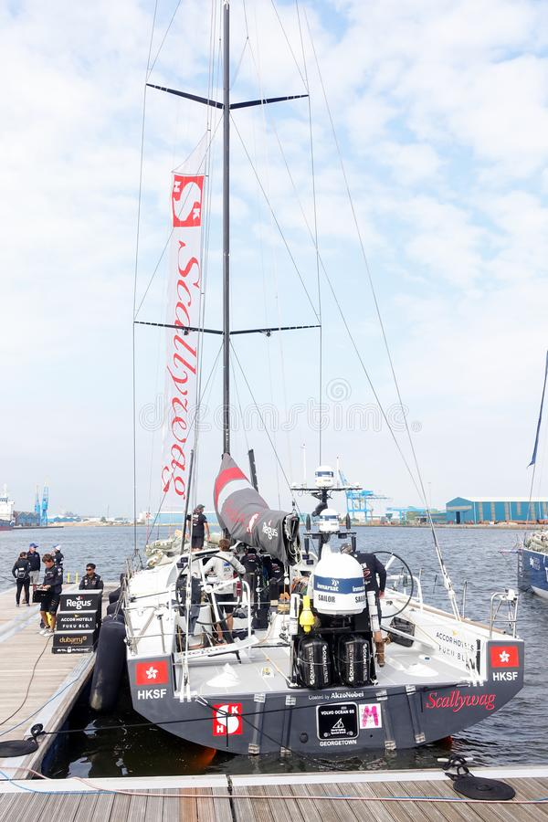 Team Scallywag entrou na vila da raça do oceano de Volvo, Cardiff foto de stock