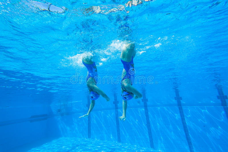 Team Swimming Girls synchronisé images stock
