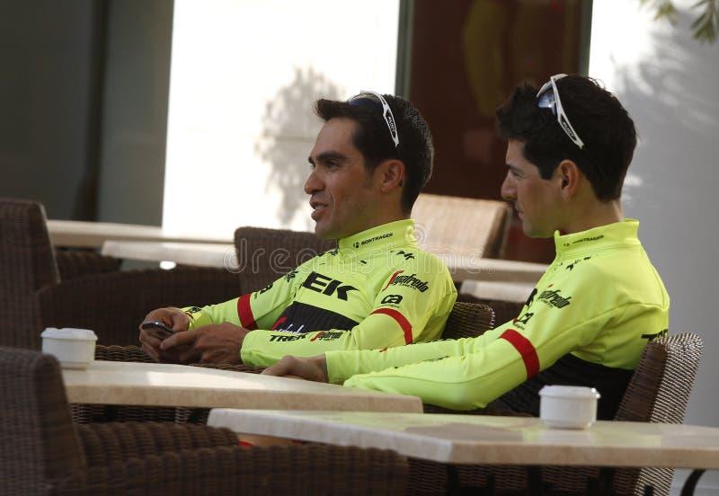 Team Trek Segafredo med Alberto Contador, innan utbildning royaltyfria foton