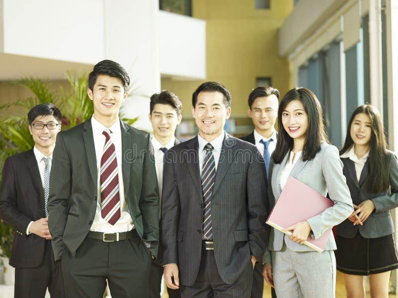 Team van Aziatische bedrijfsmensen royalty-vrije stock afbeeldingen