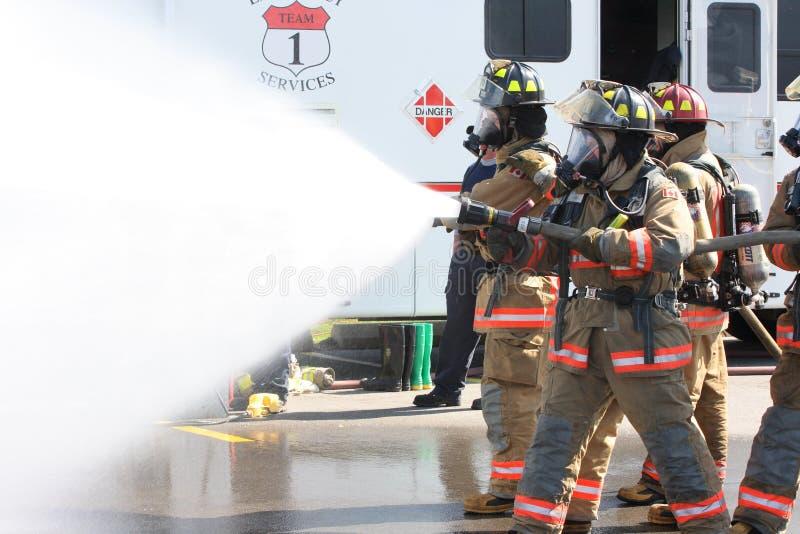 Team van brandbestrijders in strijd royalty-vrije stock foto's