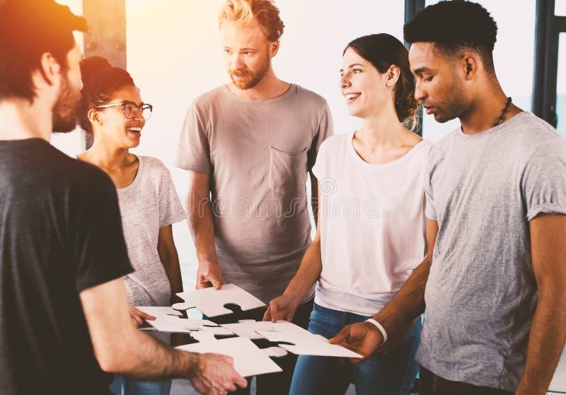 Team van het zakenliedenwerk samen voor één doel Concept eenheid en vennootschap royalty-vrije stock foto
