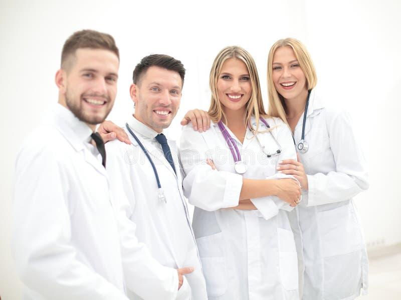 Team van medische beroeps die op het medische kantoor werken stock fotografie