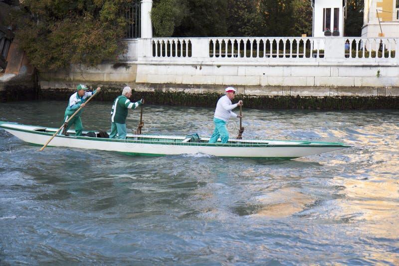 Team van roeiers in Venetië. royalty-vrije stock foto