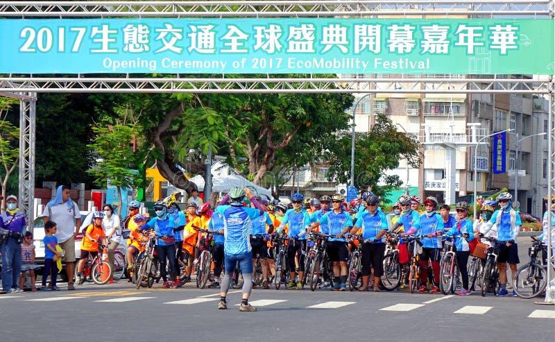 Team von Radfahrern schließen sich Parade an lizenzfreie stockfotografie