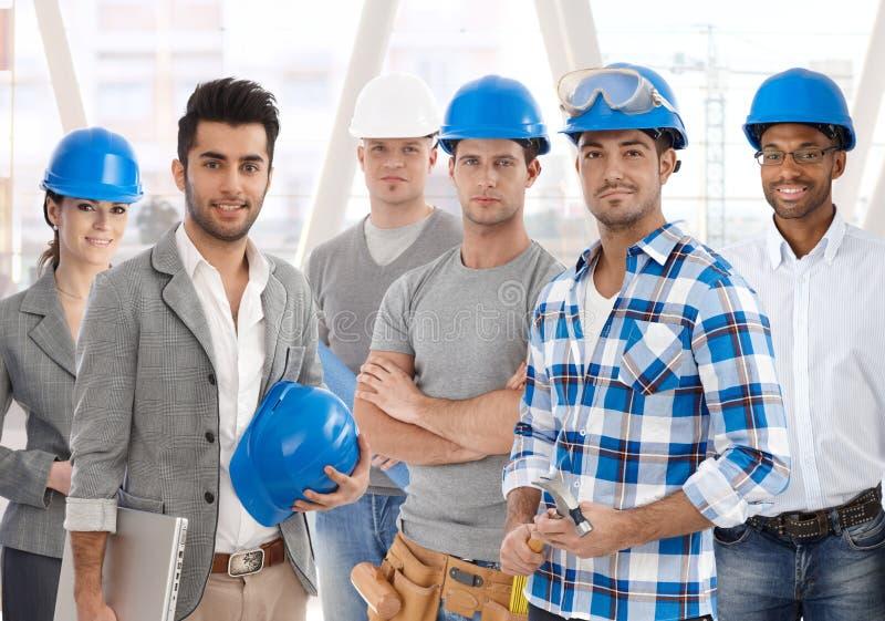 Team von verschiedenen Leuten vom Bauwesen stockfotos