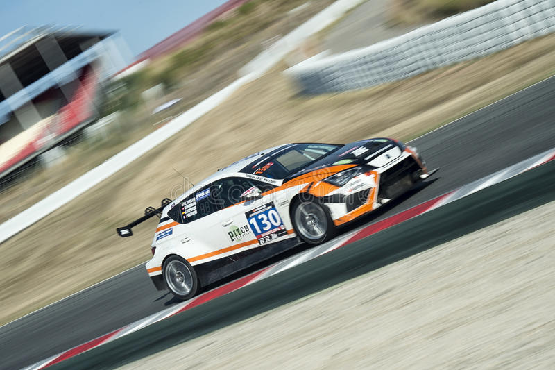 Team Zest Racecar SEAT Leon Cup Racer 24 Stunden von Barcelona lizenzfreie stockfotos