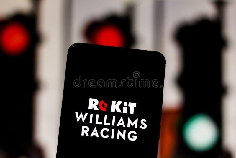Teamembleem ROKiT Williams Racing Formula 1 op het scherm van het mobiele apparaat Williams betwist het kampioenschap van de moto stock foto's