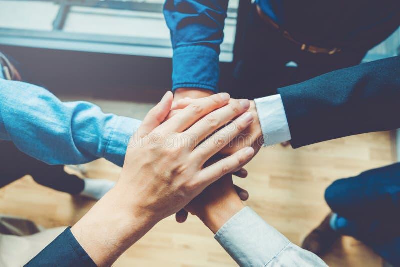 Teamgeist Zusammenarbeit Concep der Geschäfts-Teamwork Verbindungshand lizenzfreie stockbilder