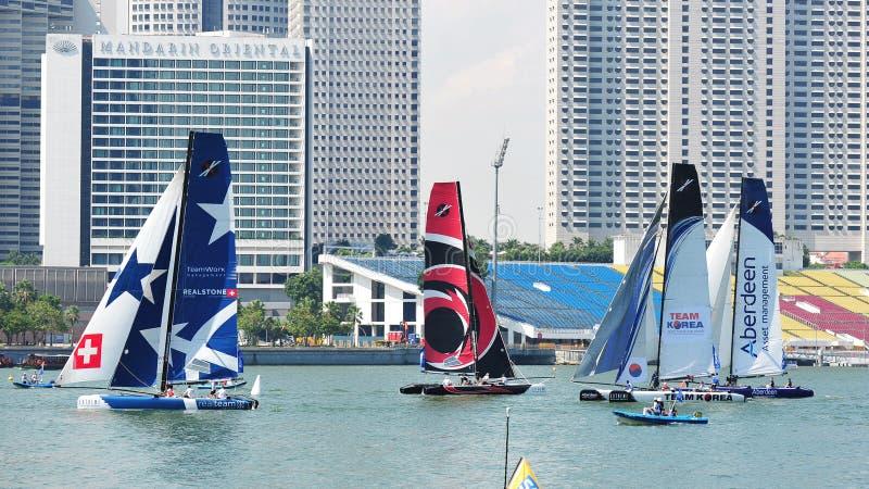 Teams Die Bij De Extreme Het Varen Reeks Singapore 2013 Rennen Redactionele Fotografie
