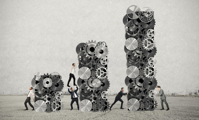Teamwork bygger företags vinst fotografering för bildbyråer