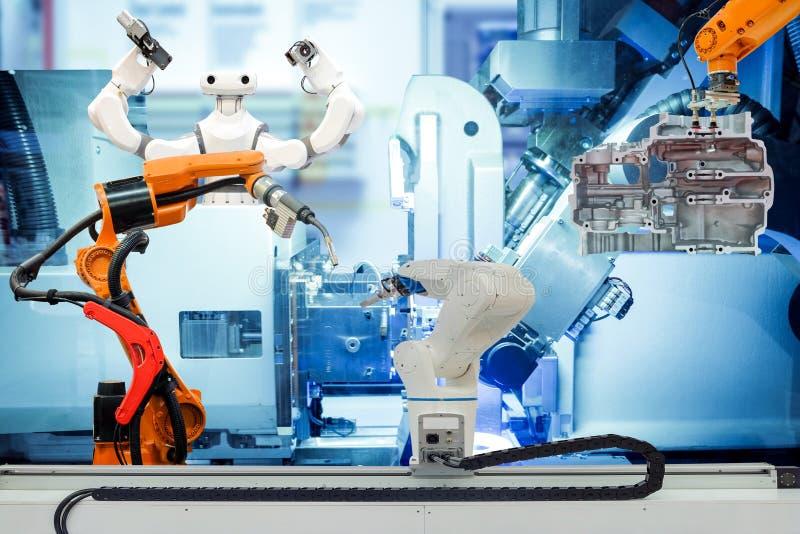 Teamwork der industriellen Automation, die an intelligenter Fabrik arbeitet lizenzfreie stockbilder