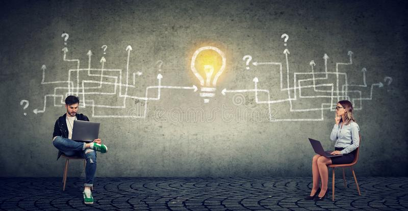 Teamwork för affärsfolk och innovationidébegrepp royaltyfri bild