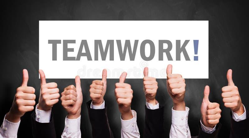 Teamwork för många tummar upp till arkivfoton