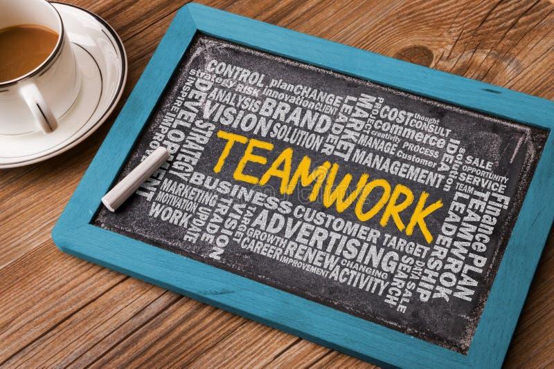 Teamwork med affärsordmolnet arkivfoto