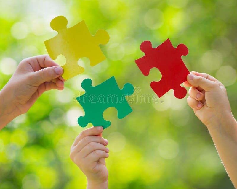 Teamwork och partnerskap royaltyfria foton