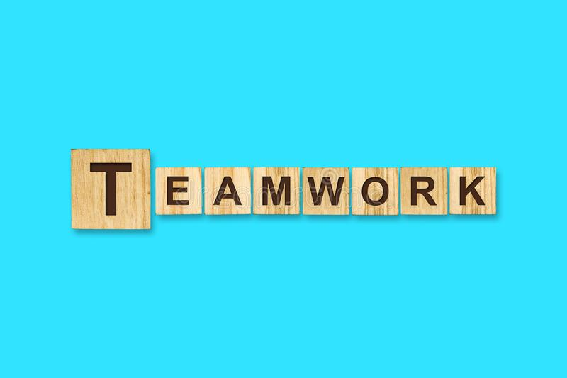 teamwork Parole scritte su un blocco di legno Priorit? bassa per una scheda dell'invito o una congratulazione Isolato Concetto di fotografia stock libera da diritti