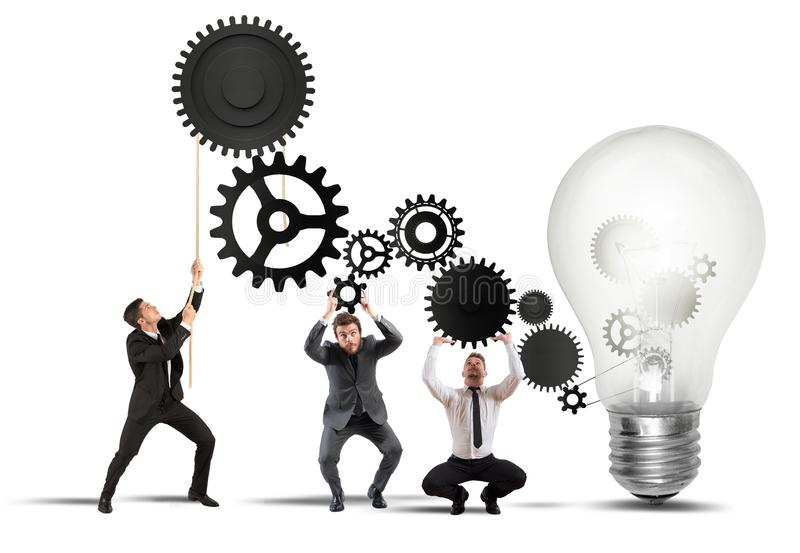 Teamwork som driver en idé royaltyfria foton