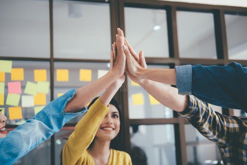 Teamwork-Zusammengehörigkeits-Zusammenarbeits-Konzept lizenzfreies stockbild