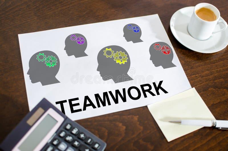 Teamworkbegrepp p? ett papper royaltyfria foton