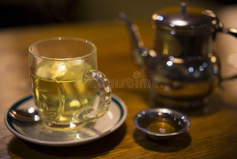 Teapot και πράσινο τσάι στο Κατμαντού, Νεπάλ στοκ εικόνες