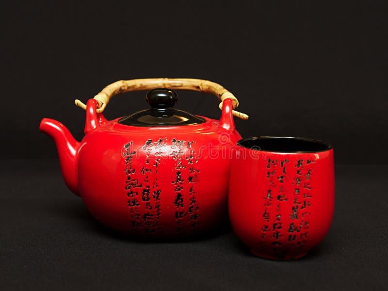 Teapot chinês com copo imagem de stock royalty free