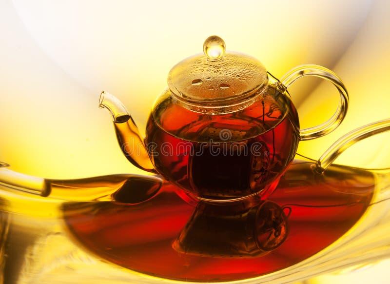 Download Teapot med tea fotografering för bildbyråer. Bild av drink - 76703541