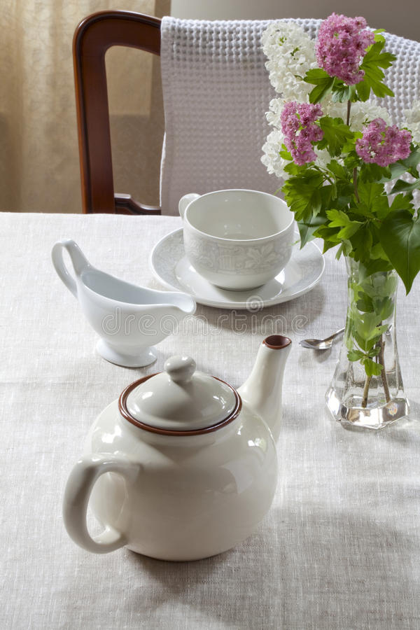 Free Teapot, Milk Jug And Teacup Royalty Free Stock Photos - 30986668