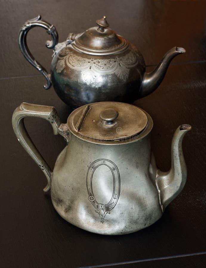 Teapots antigos do pewter foto de stock royalty free