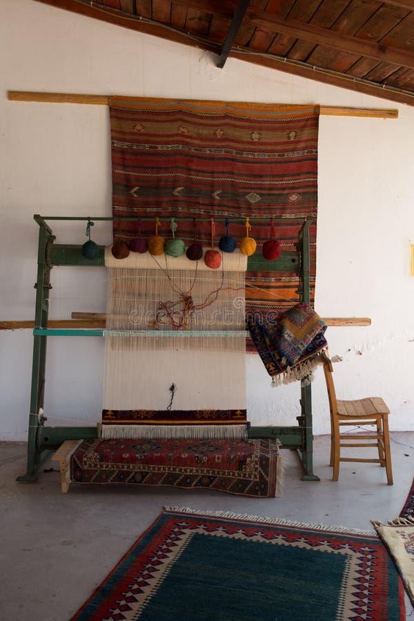 Tear do weave do tapete de Turquia imagens de stock
