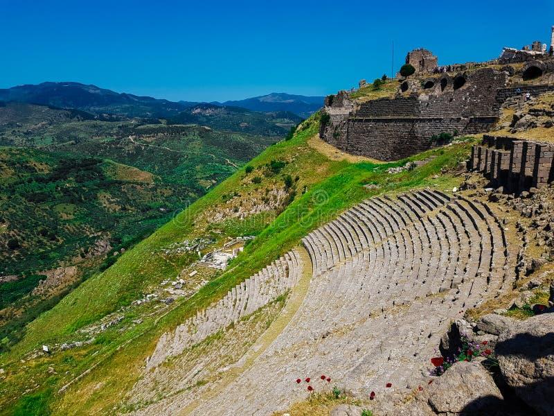 Teater av Pergamon Pergamum den forntida staden i Bergama, Izmir, Turkiet Akropol av Pergamon gammalt f?rd?rva arkivbild