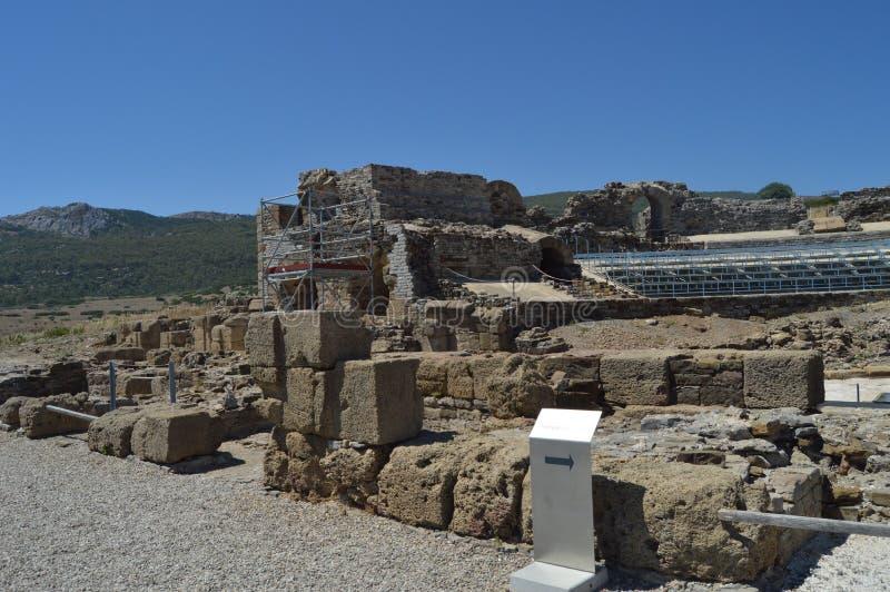 Teater i Roman City Baelo Claudia Dating i den 2nd f?r ?rhundrade stranden F. KR. av bolognaen i Tarifa Natur arkitektur, histori royaltyfri foto