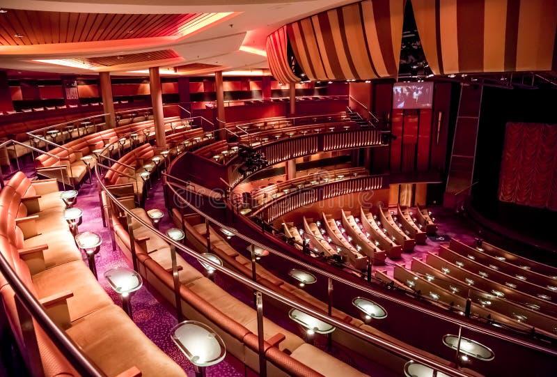 Teater på ett kryssningskepp royaltyfri bild