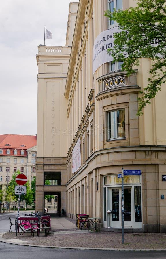 Teater Schauspiel i Leipzig, Tyskland Utv?ndig sikt f?r l?g vinkel royaltyfri fotografi